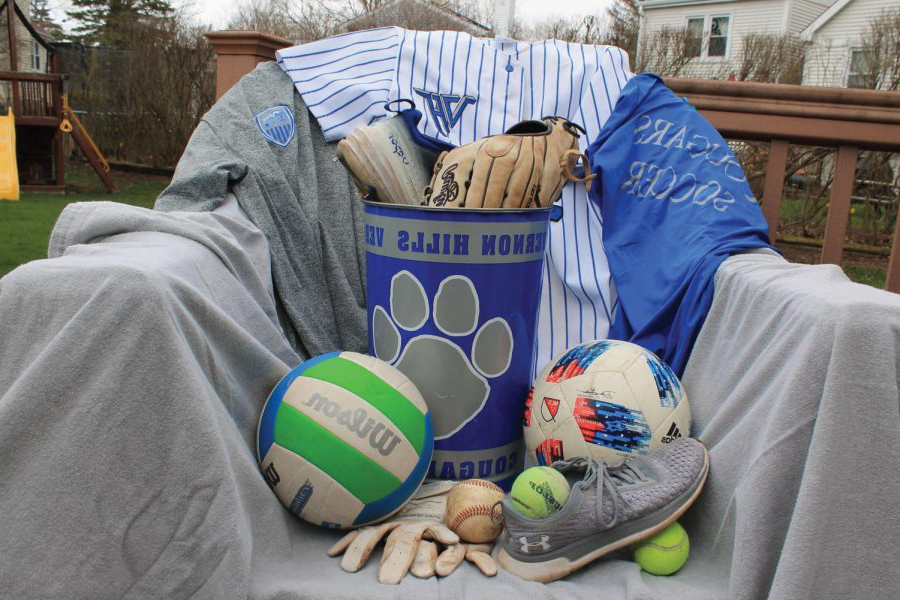 Various sports equipment like jerseys and baseball gloves go unused 和 will be thrown away.